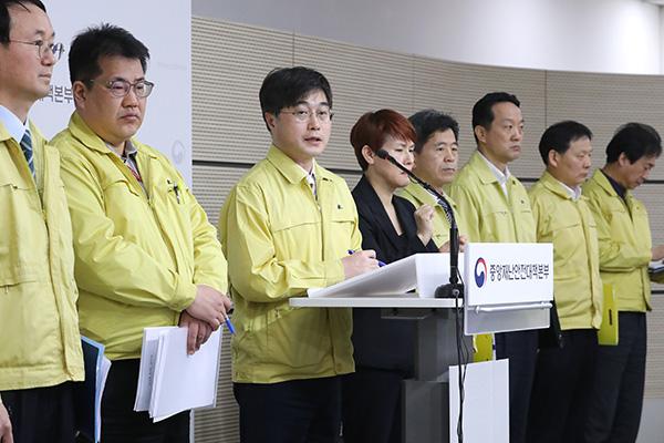 Regierung warnt vor Einschleppung aus Ausland trotz verlangsamter Corona-Ausbreitung im Inland
