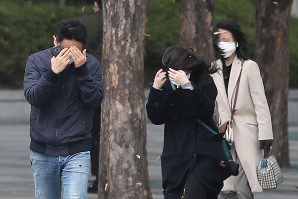 Strong Wind Warning Issued for Seoul For First Time Since 1999