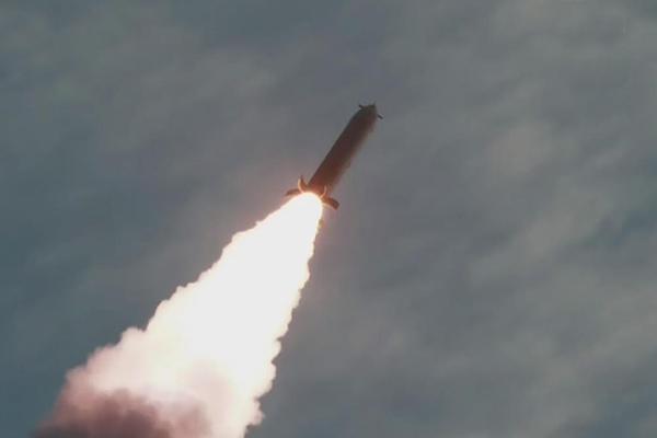 """Nordkorea testete nach eigenen Angaben """"supergroßen Mehrfachraketenwerfer"""""""