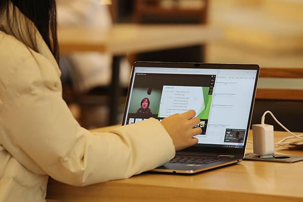 教育部、オンライン授業も検討 来週からモデル運営へ