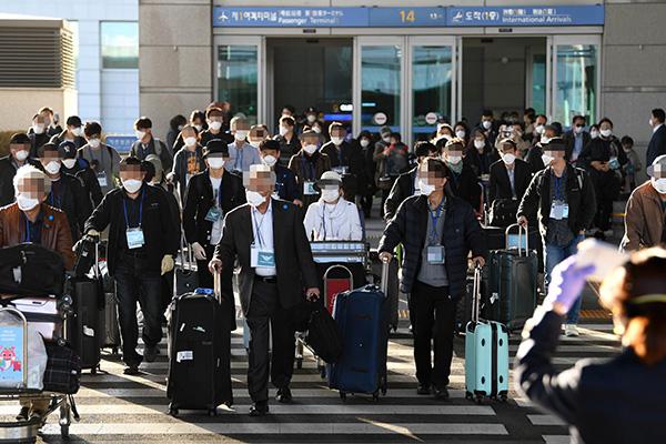 600 كوري في إيطاليا يتقدمون بطلبات للعودة إلى البلاد