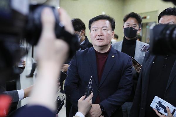 """인천선관위, """"통합당 민경욱 의원 선거홍보물 '허위사실' 확인"""""""