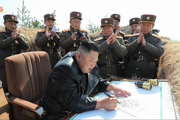 북한 노동당 핵심부서, 포사격 우승 부대 축하 방문