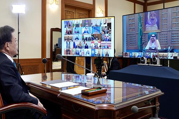 Covid-19 : Moon Jae-in partage l'expérience sud-coréenne avec les membres du G20