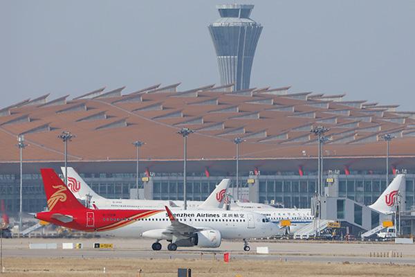 الصين تعلق دخول الأجانب الذين يحملون تأشيرات وتصاريح إقامة سارية