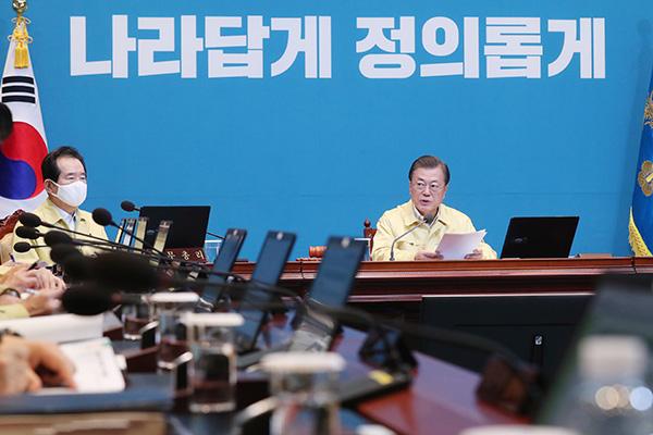 COVID-19 : Moon Jae-in demande la fermeté en cas de violation du confinement par les arrivants de l'étranger