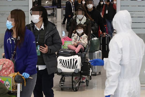 عودة مئات الكوريين من إيطاليا المتضررة من فيروس كورونا الجديد