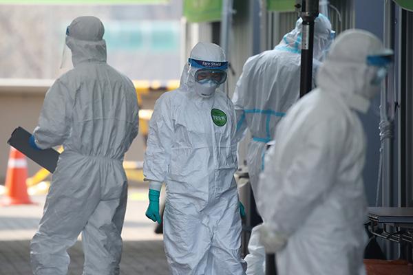 感染者 101人増えて9887人 海外からの流入は560人