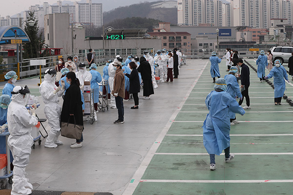 المستشفيات في كوريا الجنوبية تشهد إصابات جماعية بفيروس كورونا