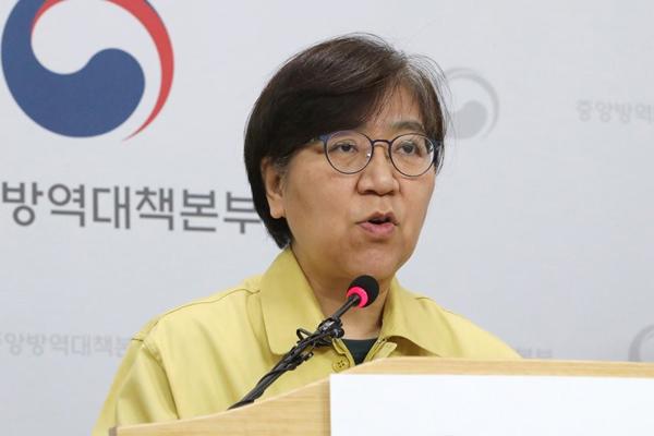 """WSJ """"코로나19 위기 영웅은 보건 당국자""""…정은경 본부장 호평"""