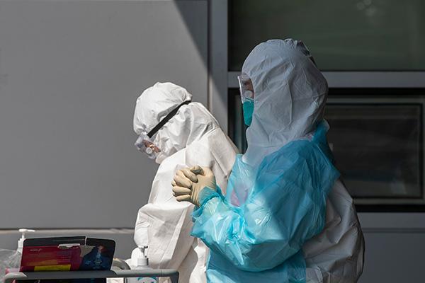 Chính phủ lập đối sách bổ sung ngăn chặn tình trạng lây nhiễm COVID-19 cho giới y, bác sĩ