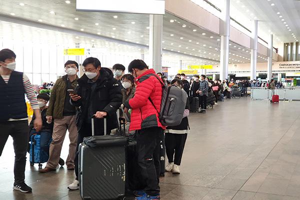 260 كوريا يعودون من روسيا في رحلة خاصة