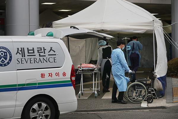 ソウルで新型コロナによる初の死者 風俗店での集団感染可能性も