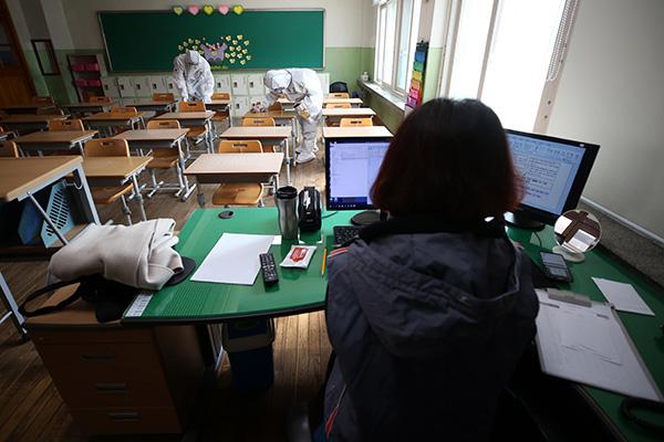 S. Korean Schools Begin New Semester with Online Classes