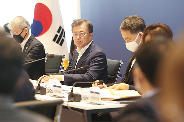 Moon Hopes S. Korea Will Become First Country to Develop COVID-19 Treatment, Vaccine