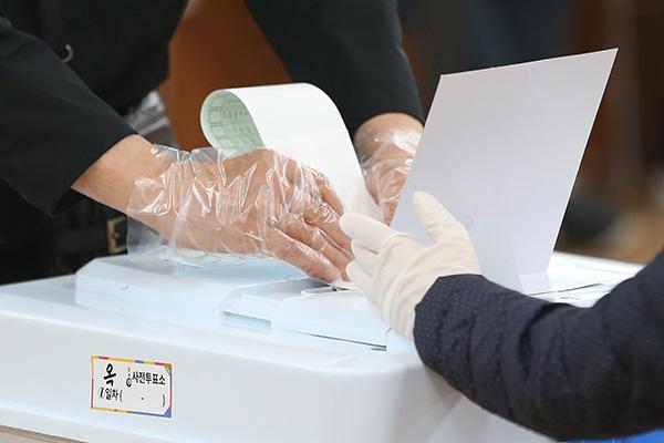 Parlamentswahl: Vorauswahl begonnen - Wahlbeteiligung am Freitag bei 12,14 Prozent