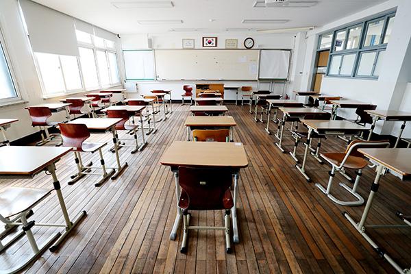 Las escuelas reanudarán las clases presenciales en mayo