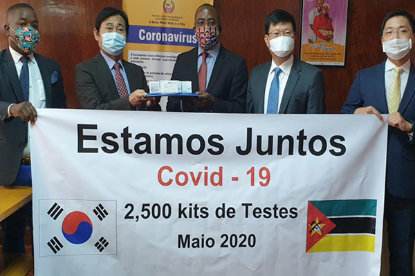 Koreanische Firma spendet Mosambik Covid-19-Testkits