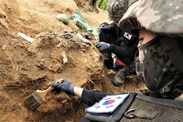 Hàn Quốc khai quật 133 hài cốt binh sĩ ở Khu phi quân sự liên Triều
