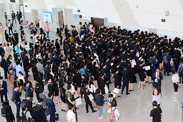 الحكومة الكورية تسعى لخلق مليون و560 ألف فرصة عمل