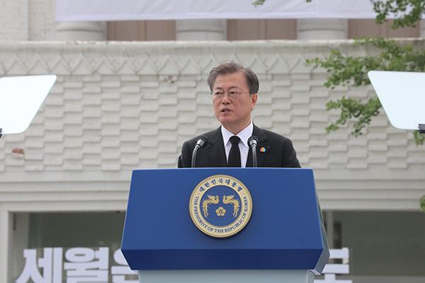 الرئيس مون يتعهد ببذل كل مساعيه لإلقاء الضوء على انتفاضة كوانغ جو
