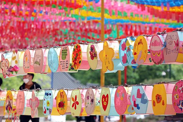 Buddhist Orders Cancel Lotus Lantern Festival amid COVID-19 Fears