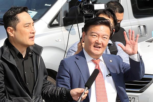 """민경욱 """"중국과 선거내통"""" 하태경 """"국제망신 출당시켜야"""""""