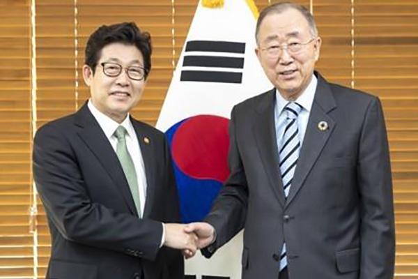 반기문 위원장·조명래 장관, '한국판 그린뉴딜' 협력 방안 논의