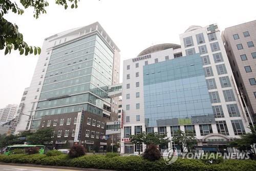 군포 원광대 산본병원 폐쇄…25세 남성 간호사 확진