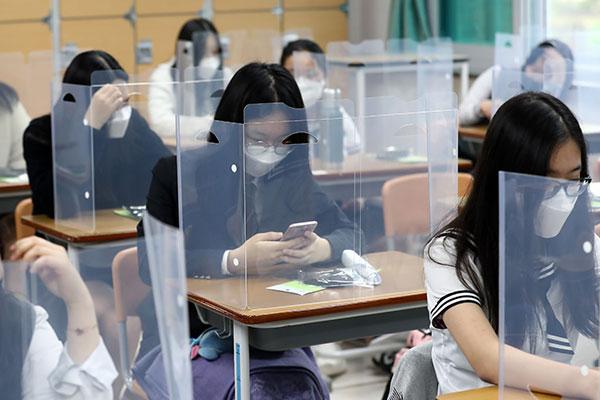 登校開始1週間 ソウルで高校3年生の感染者が発生