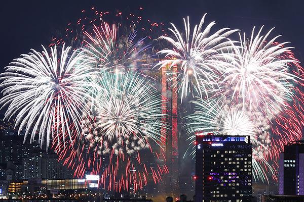 ソウルの世界花火大会 新型コロナの影響で中止へ