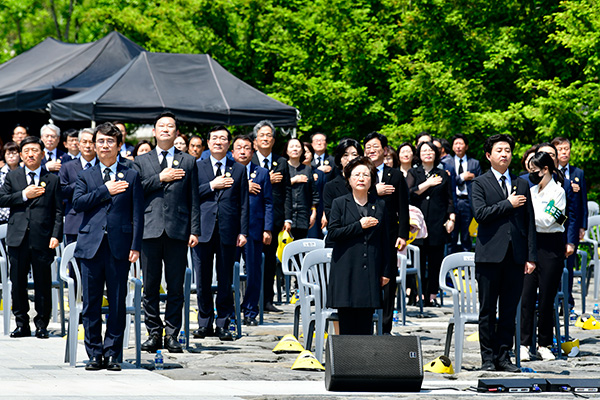 盧武鉉元大統領の11周忌式典 新型コロナの影響で小規模に開催