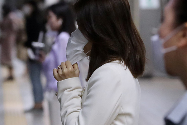 韓国政府 夏に向けて薄めのサージカルマスクの供給増やす
