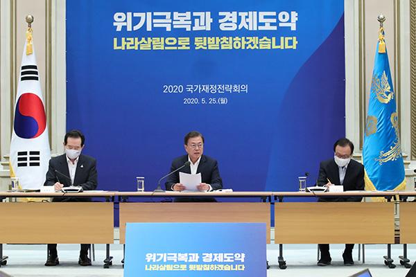 Moon pide una política fiscal agresiva para afrontar el COVID-19