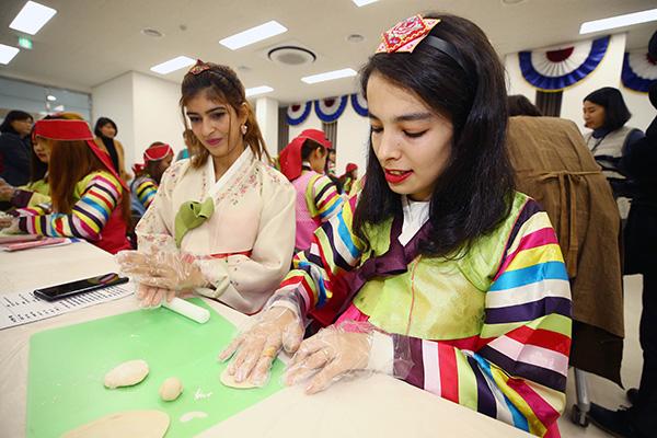 Les mariages internationaux des hommes sud-coréens en hausse pour la 4e année de suite
