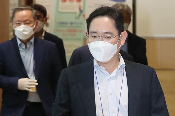 Phó Chủ tịch tập đoàn Samsung trình diện kín tại Viện Kiểm sát