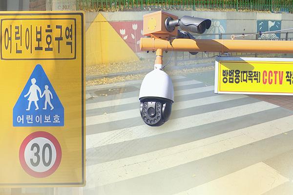 登校授業開始 ソウルの小学校スクールゾーンに警察官配置