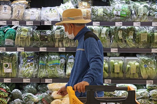 코로나19로 4월 생산 2.5% 감소…소비·투자는 증가