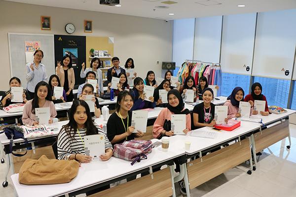 한국, 30개국 교육기관에 한국어교재 8천여 권 지원