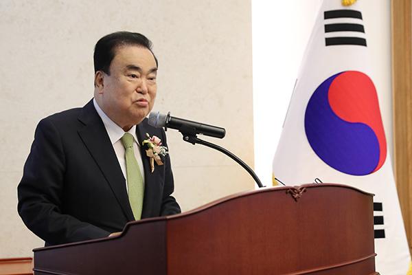 訪韓の河村幹事長 元徴用工問題で文喜相前国会議長の解決案を議論