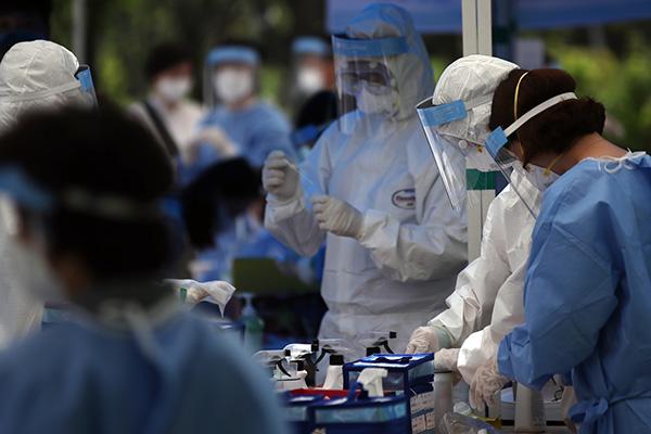 الحكومة الكورية توظف 3000 عامل طبي إضافي وتفتح 20 مركزا للتطعيم
