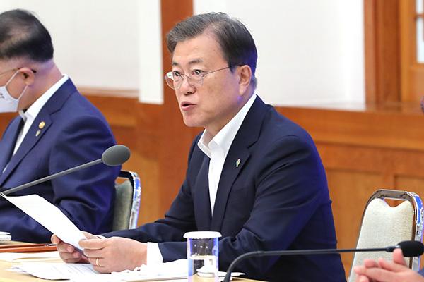 Presiden Moon Minta Masyarakat untuk Waspada demi Menahan Penyebaran COVID-19