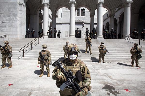 الإدارة الأمريكية تنشر قوات عسكرية في كوريا تاون في لوس أنجليس