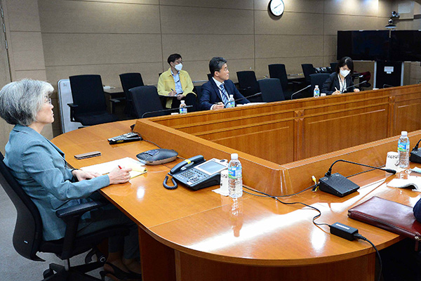 Top Diplomats of Six Countries Discuss COVID-19 Cooperation
