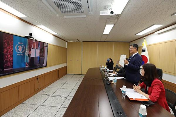 Kim Yeun-chul s'entretient en visioconférence avec le patron du PAM