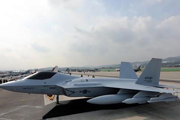 Corea muestra primer prototipo de avión caza KF-X