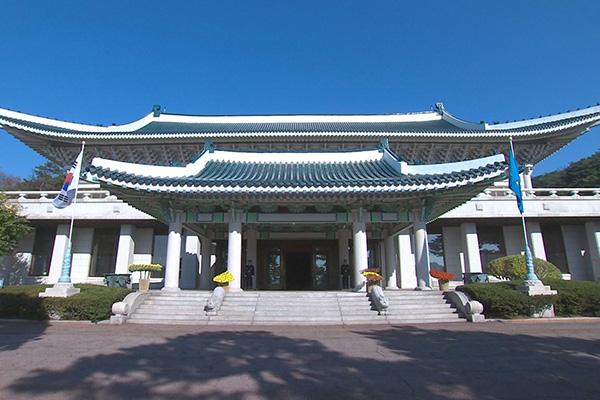 مجلس الأمن القومي ينظر في القضايا الكورية الشمالية بعد دعوة مون إلى عقد قمة بين ترامب وكيم