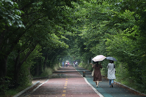 Viernes más cálido y lluvias en la costa este