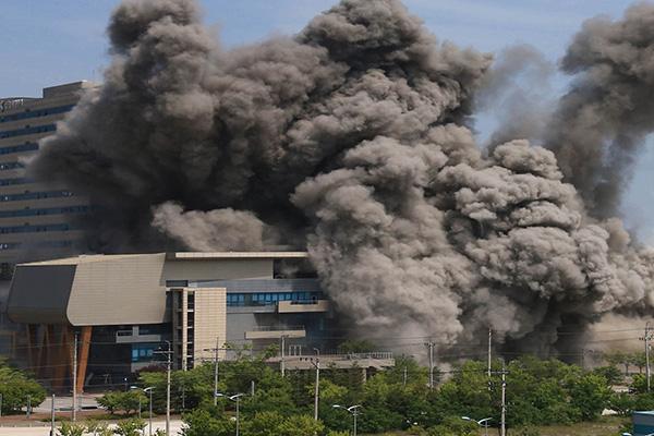 بيونغ يانغ تكشف عن صور تفجير مكتب الاتصال المشترك