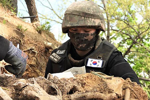 Hàn Quốc nối lại công tác khai quật hài cốt binh lính tử trận ở Khu phi quân sự liên Triều